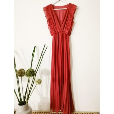 Long dress with pleats